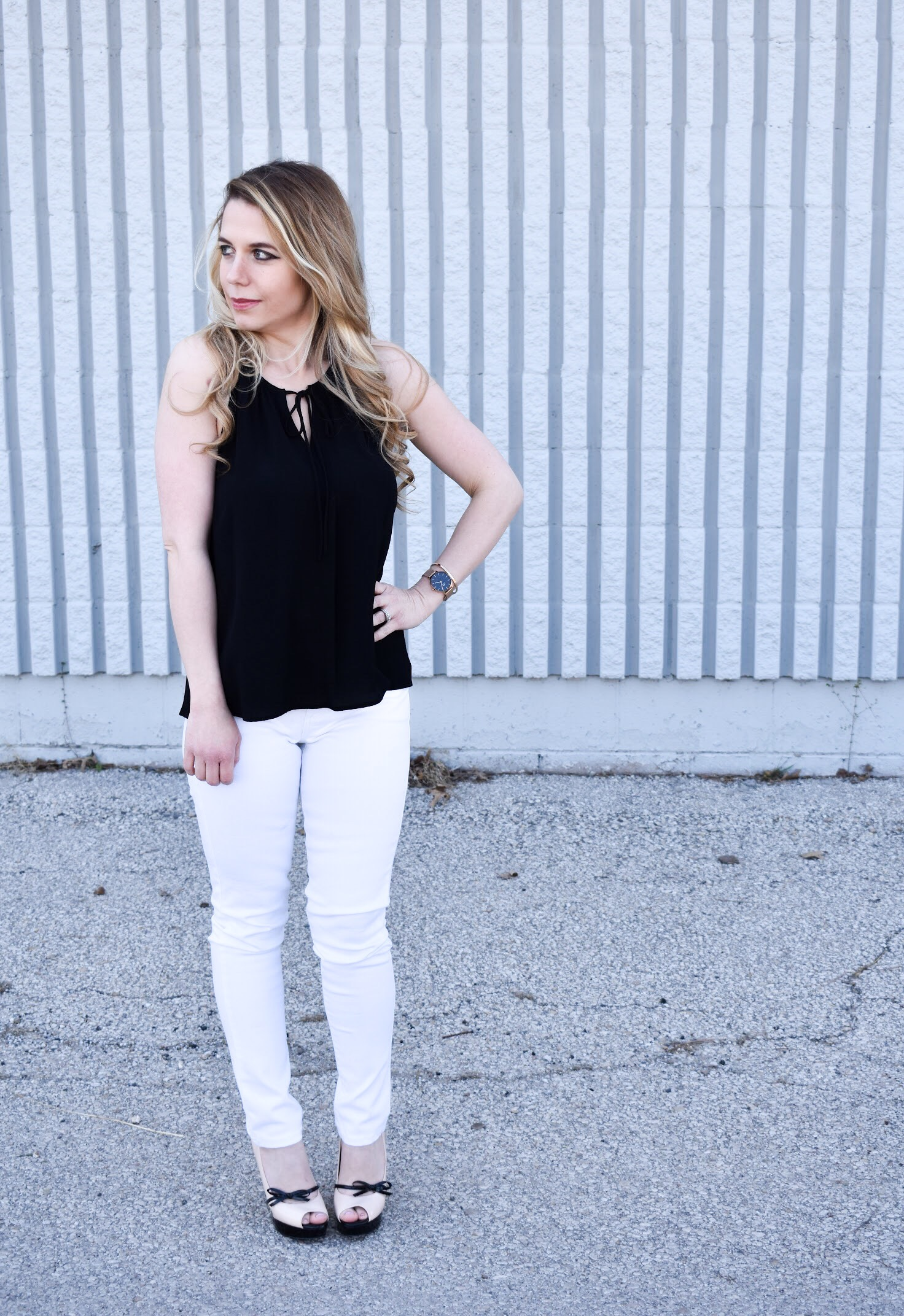 Monochrome Looks for Spring: Some people think you can't wear black and white in the spring. Those people are wrong. Fashion blogger COVET by tricia showcases a springtime monochrome look featuring Banana Republic Stay White Denim and a Tyche black halter top. Minimalist jewelry completes the look. Monochrome is trending for spring 2018, so here's how to effortlessly incorporate it into your wardrobe.