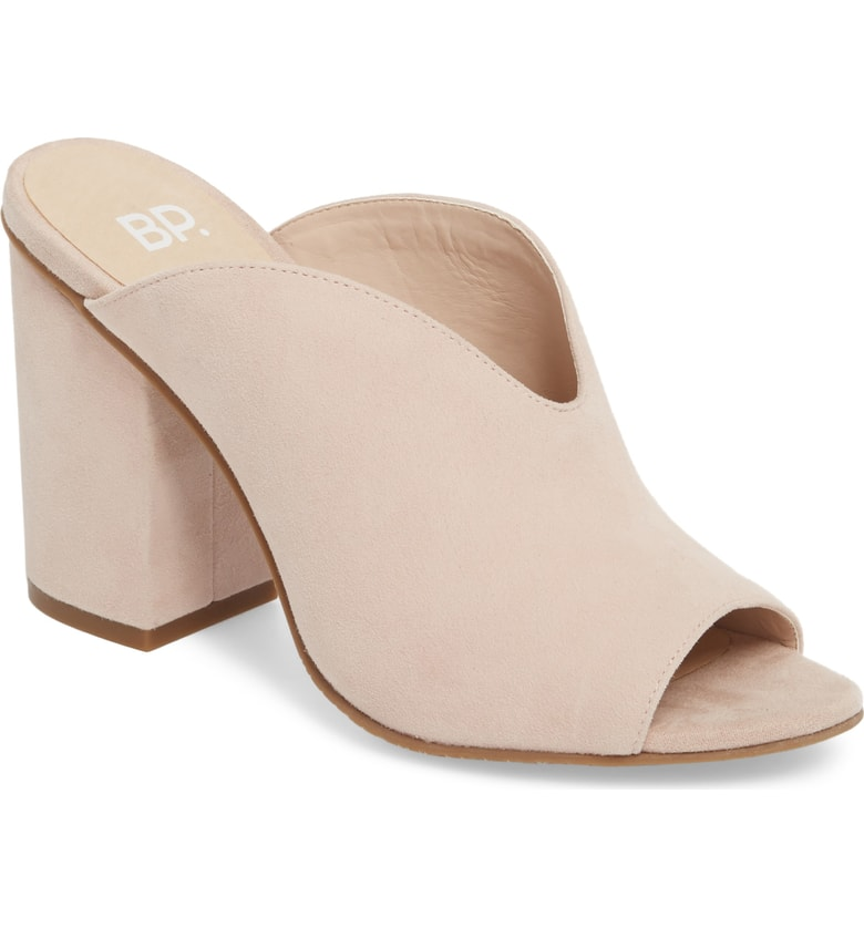 Nordstrom Anniversary Sale Picks Womens Shoes - Top NSALE Picks for Womens Boots, NSALE Womens Shoes! Here are your best deals for womens shoes on the Nordstrom Anniversary Sale! If you're petite, take note of the best booties for short legs and tips on choosing shoes to elongate your legs. #NSALE #Nordstrom #NSALE2018 #AnniversarySale #NordstromAnniversarySale