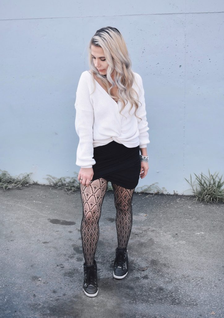 2cb5b92b1843f Fishnet Tights Outfit Ideas - Fall Street Style 2018 - Fashion blogger  fishnet tights outfit showing