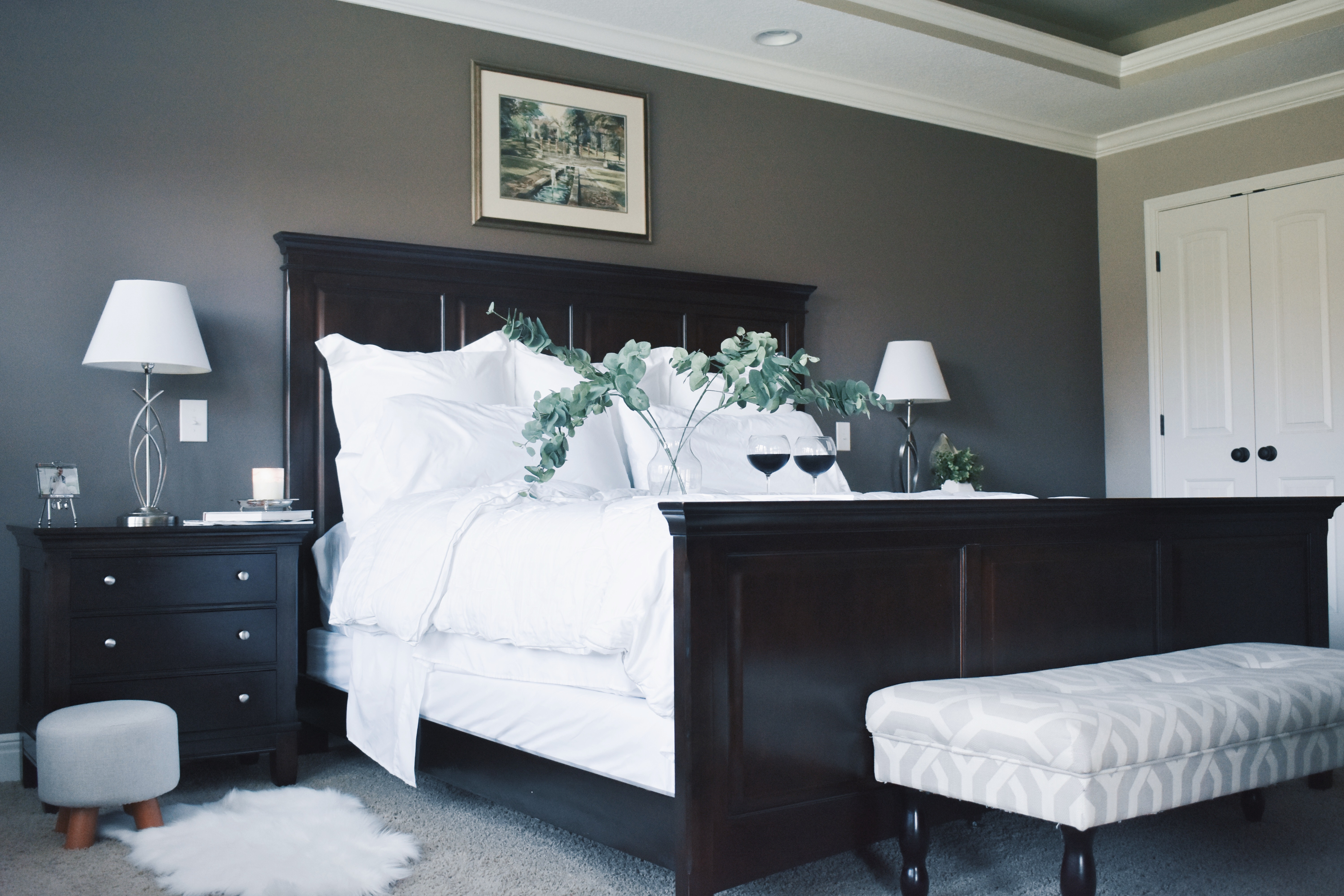 #AD White Bedding Inspo for Master Bedroom - Master Bedroom Makeover: Bright and airy white bedding creates a luxurious feeling and provides a gorgeous contrast to wood furniture in this master bedroom makeover. White Bedding with Wood Furniture inspo for a minimalist master bedroom design. Bedding courtesy of @Kohls #WinterBedding #KohlsFinds