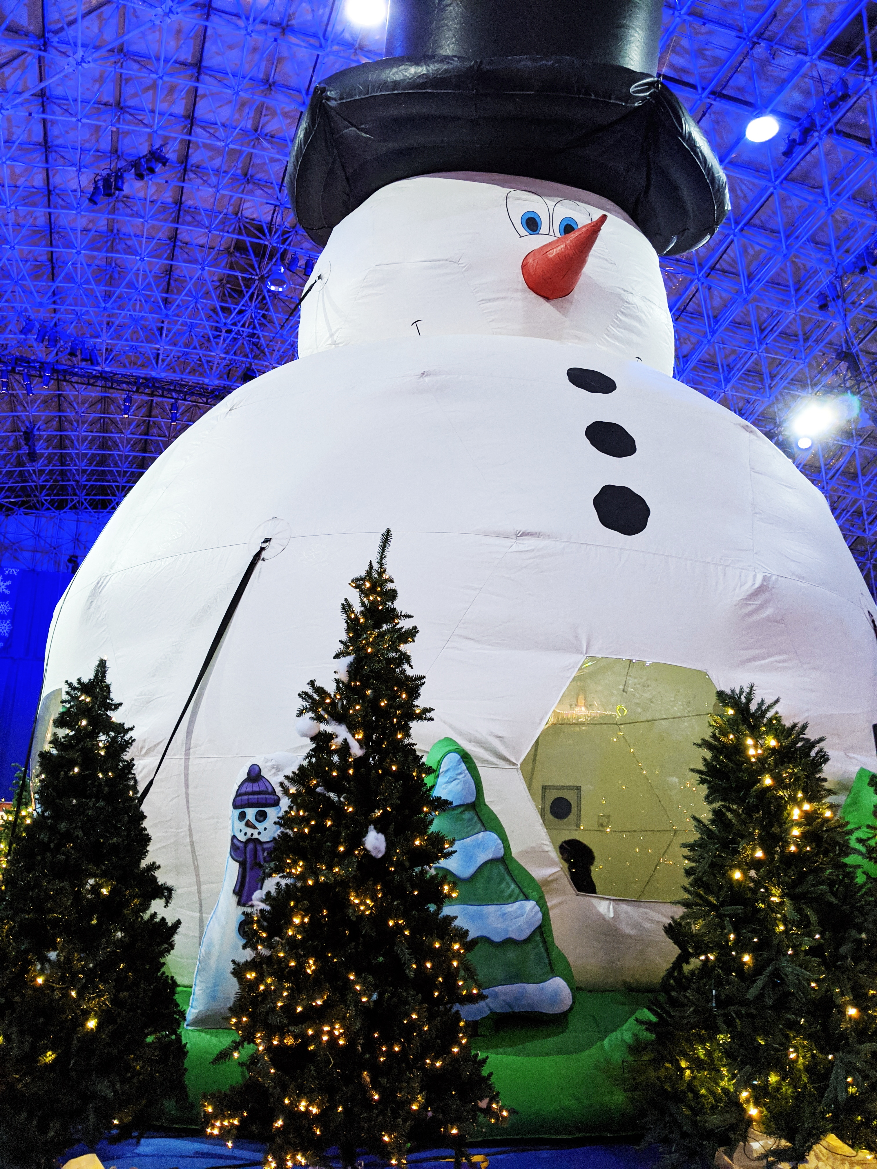 Winter Wonderfest Navy Pier - Chicago Holiday Events: Navy Pier Winter Wonderfest is one of the best family-friendly Chicago activities during the holidays! Find out the best times to go to Winter Wonderfest and sneak a peek inside the magic! #WWF19 #chicago #navypier