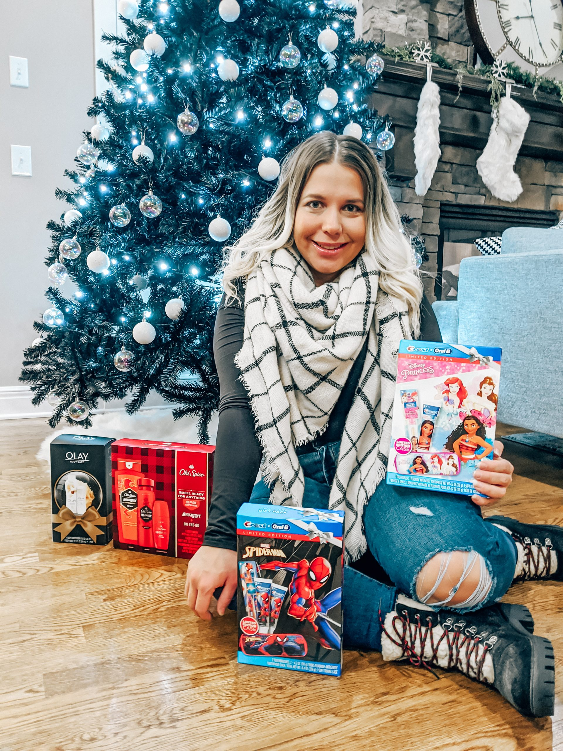 Easy Gifts for Everyone on Your List! These holiday gift packs are a great gift idea for anyone on your list. Choose a different one for each member of your family! #giftideas #giftsforher #giftsforhim