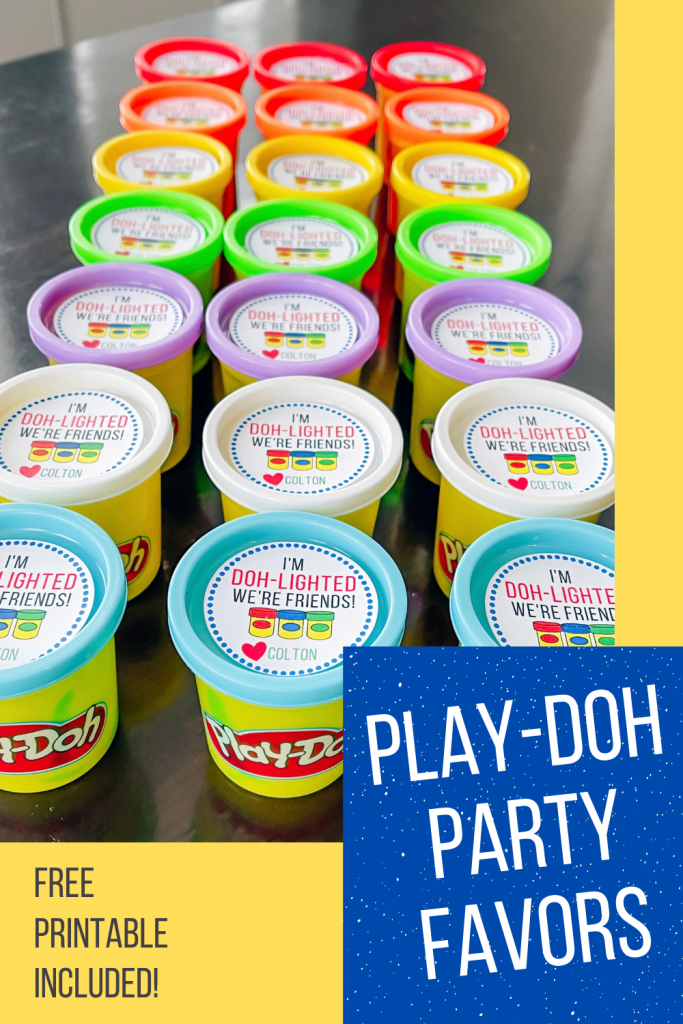 Play-Doh Party Favors - Non-Candy Party Favors - Classroom Party Favors - Play-Doh Labels - Beginner Cricut projects: These Play-Doh party favor labels are fun and easy to make! Free printable included plus Cricut Design Space file to help with cutting! #cricut #playdoh #party
